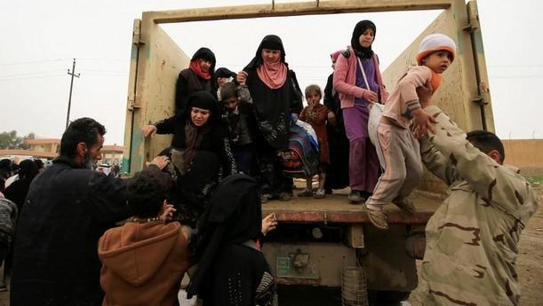 des_deplaces_irakiens_arrivent_au_camp_de_hamam_al-alil_le_20_mars_dernier._dr.jpg